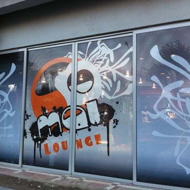 inscriptionari vitrina autocolant, imprimari.ro, Mai Lounge