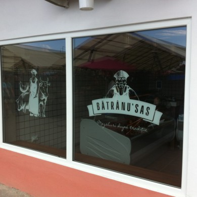 inscriptionari vitrina autocolant, imprimari.ro, Batranu Sas
