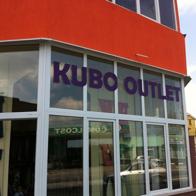 inscriptionari vitrina autocolant, imprimari.ro, Kubo Outlet