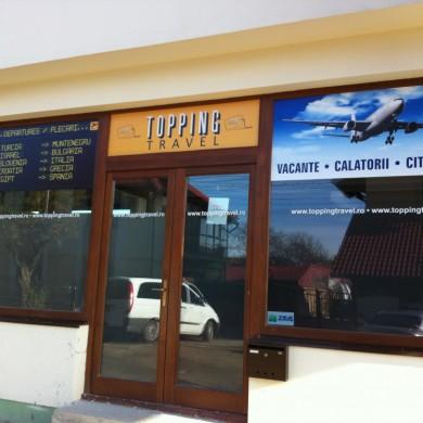 inscriptionari vitrina autocolant, imprimari.ro, Topping Travel